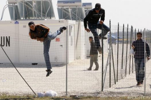 Уряди країн ЄС все частіше використовують ПОП для охорони імміграційних центрів