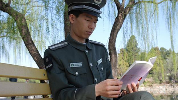 Нове покоління охоронців в Китаї вибирає вищу освіту