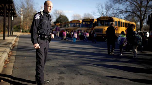 Чи потрібна зброя охоронцям навчальних закладів?