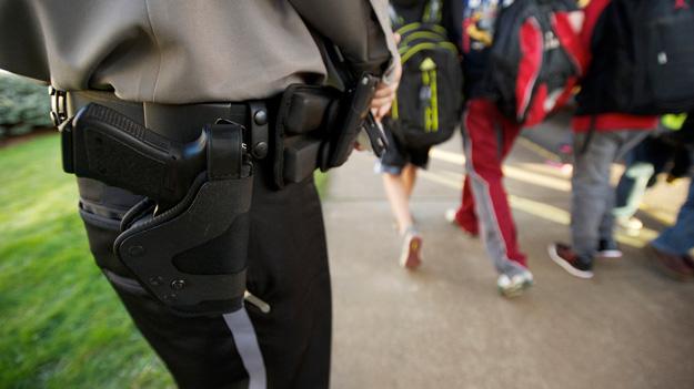 Національна стрілецька асоціація США склала план озброєння шкільних охоронців